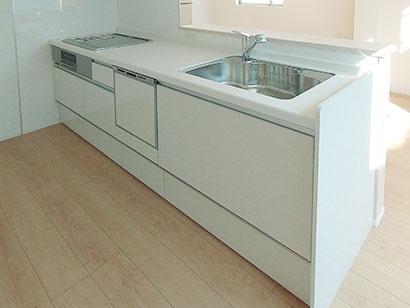 2400サイズのシステムキッチン 本格的な料理ができる2400mmのキッチンを設置