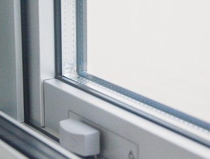 複層ガラスの採用 遮熱・断熱に優れ、より快適な住まいを実現。