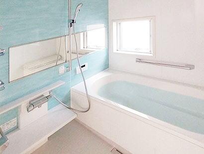 1618サイズの浴室 脚を伸ばして寛げるゆとりの浴室空間。
